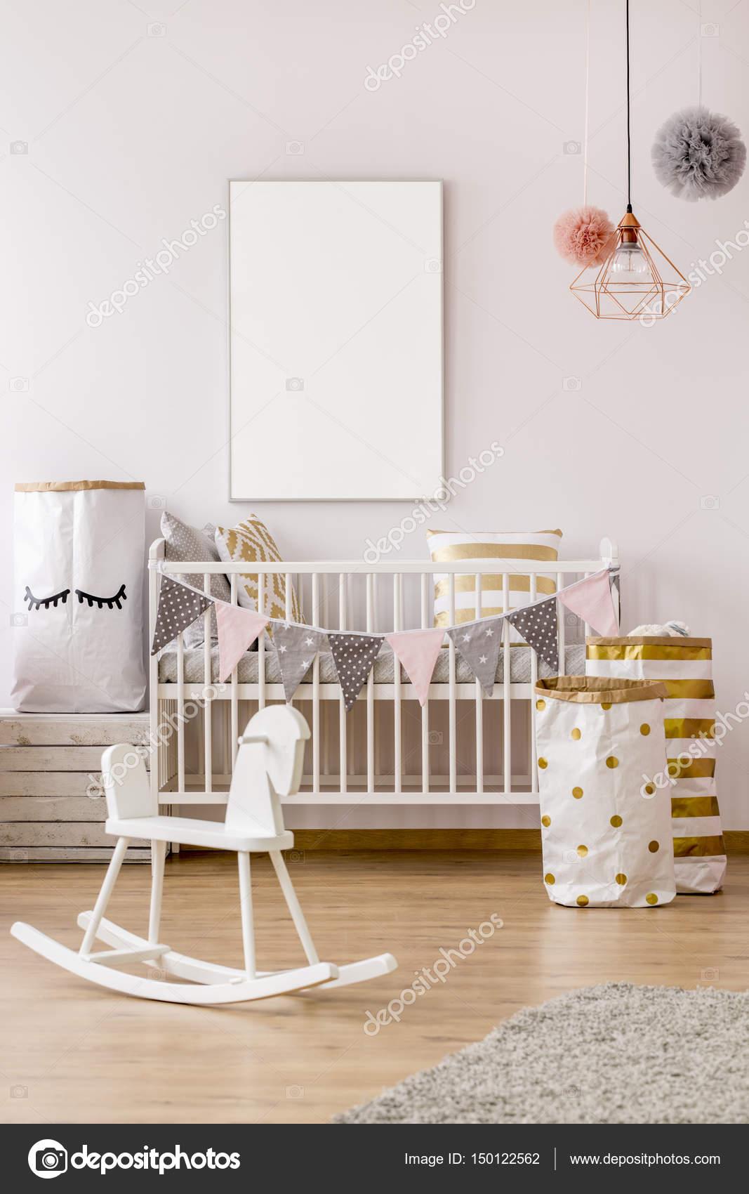 Baby Schlafzimmer im skandinavischen Stil — Stockfoto © photographee ...