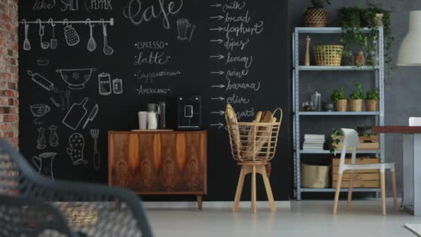 Industriellen Stil-Loft-Wohnung — Stockvideo © photographee.eu ...