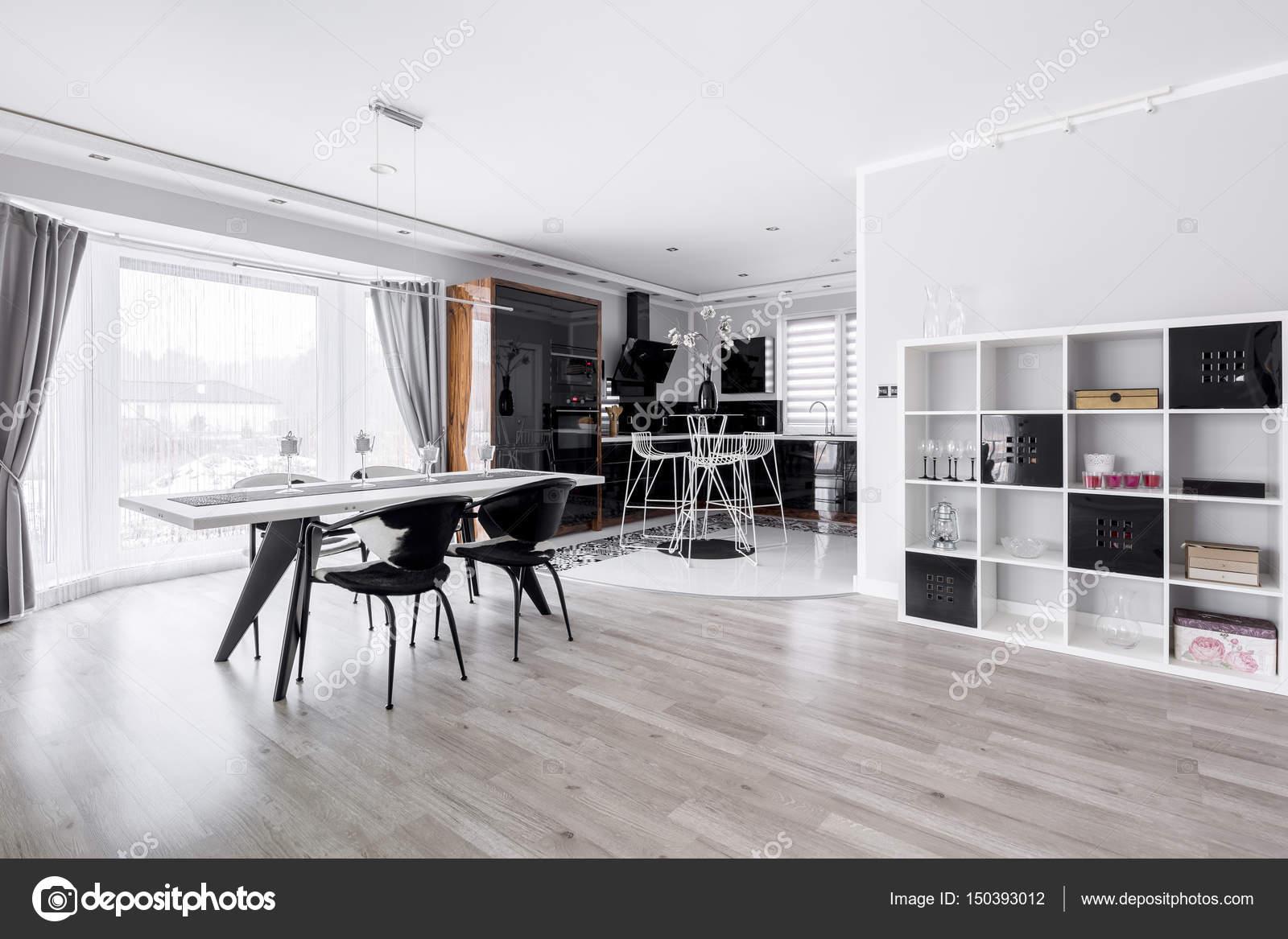 Soggiorno con tavolo — Foto Stock © photographee.eu #150393012