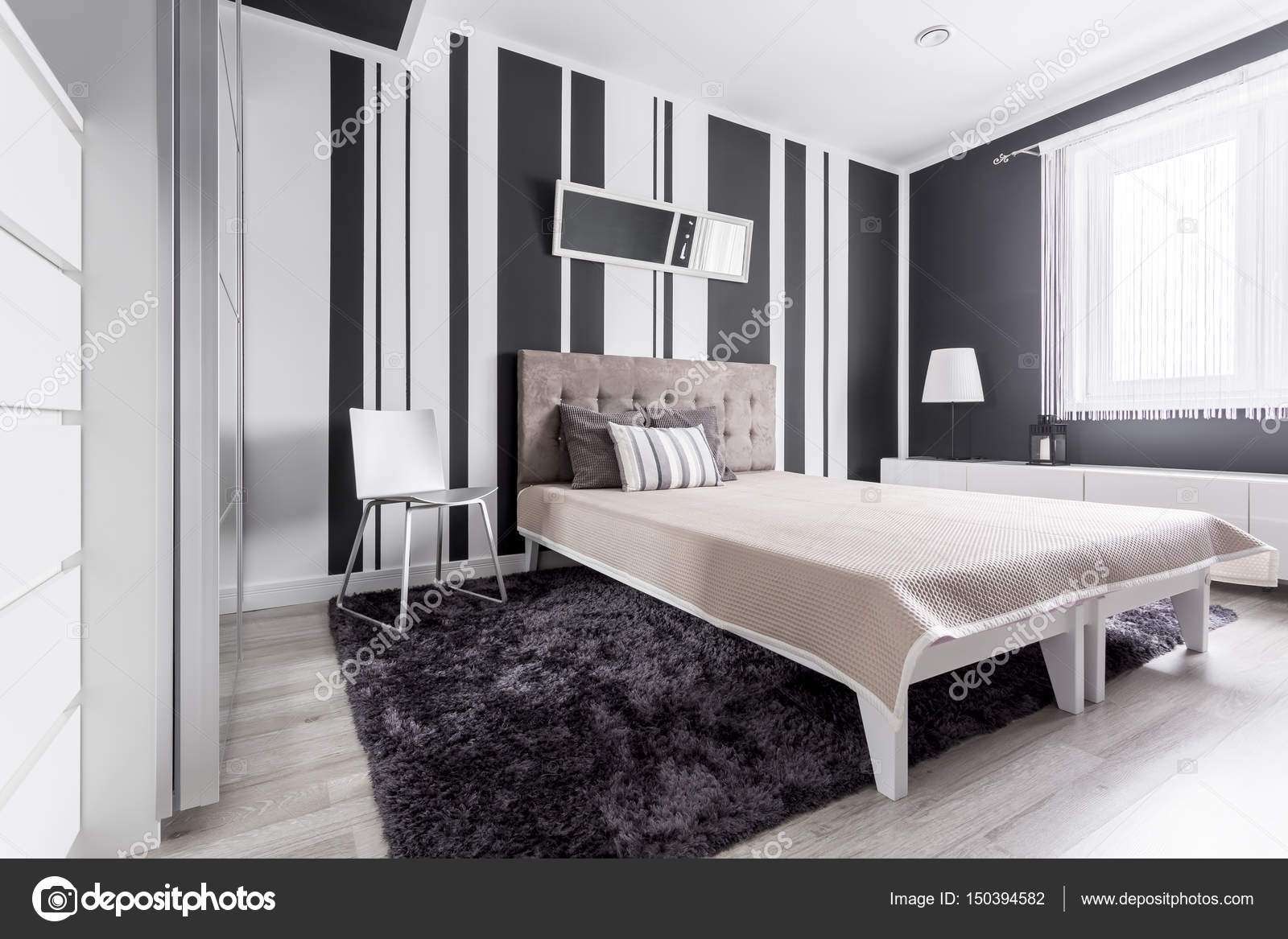 Witte en zwarte slaapkamer — Stockfoto © photographee.eu #150394582