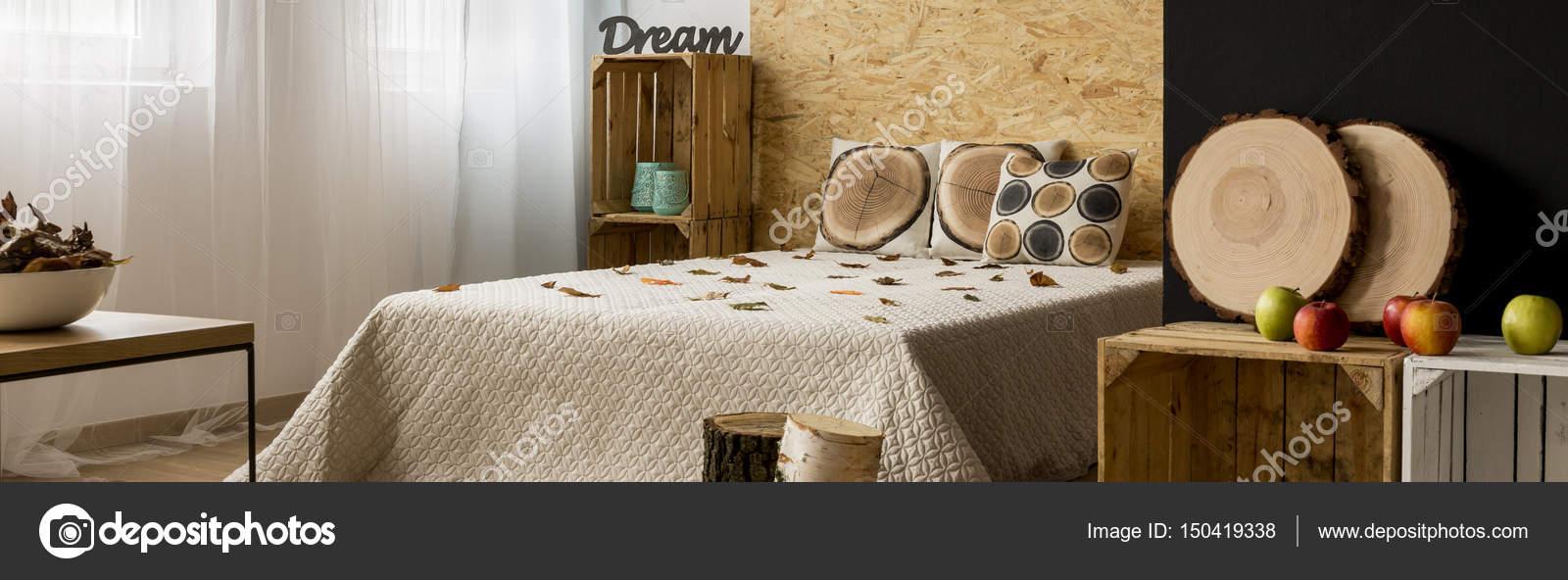 Camera da letto minimalista con cuscini e mobili fai da te ...