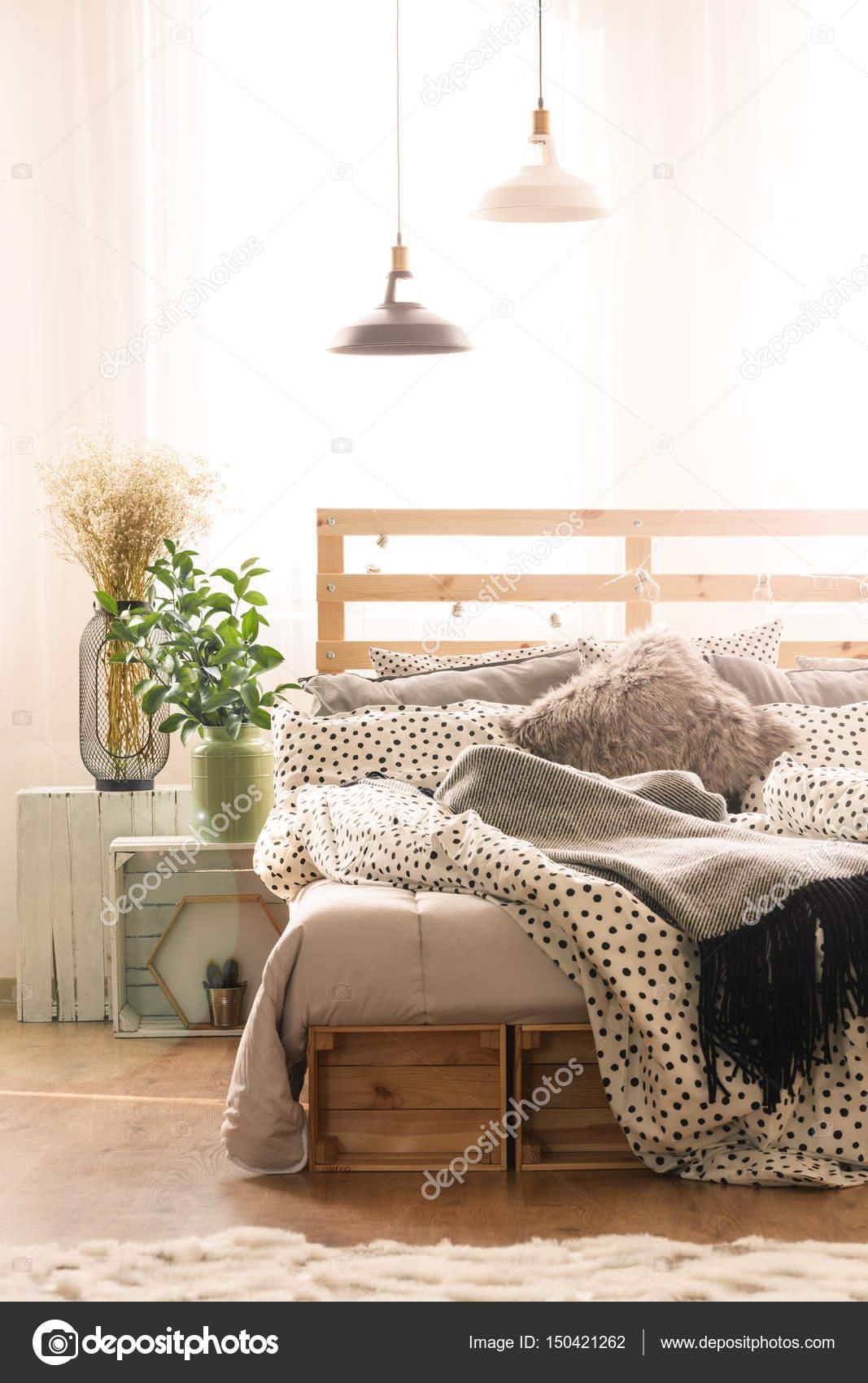 gezellige slaapkamer interieur stockfoto