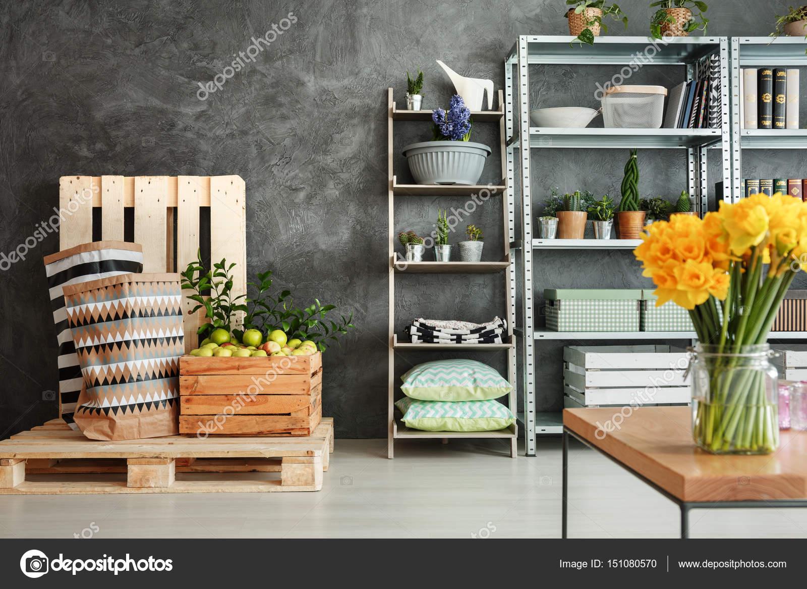 Quarto Com Plantas Fotografias De Stock Photographee Eu 151080570 ~ Prateleiras De Paletes Para Quarto