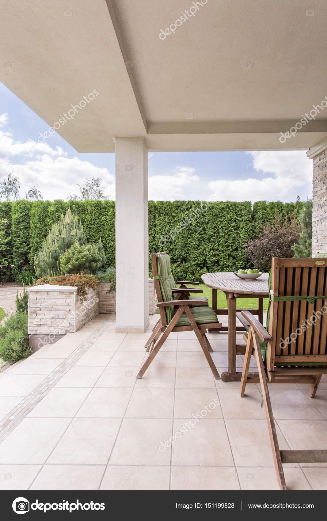 Modernes Haus mit Terrasse — Stockfoto © photographee.eu #151199828