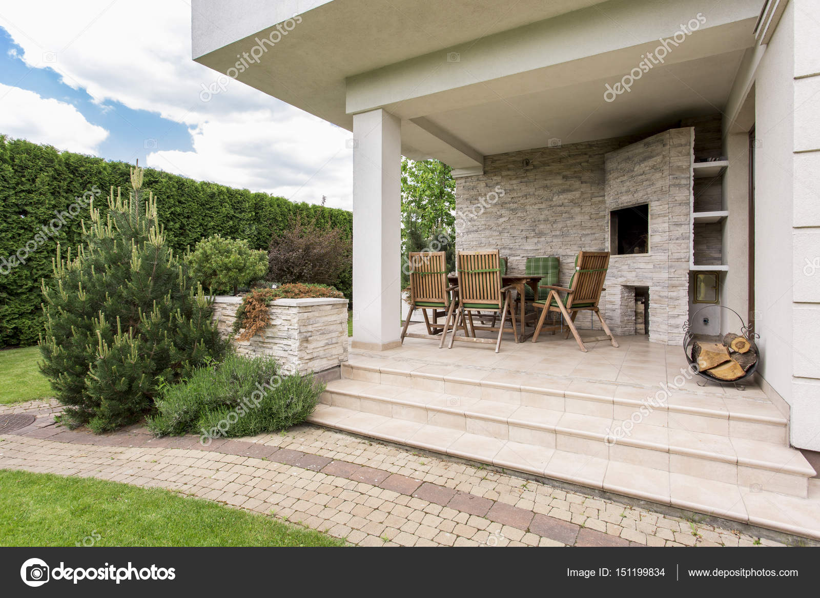 Casa con terrazza — Foto Stock © photographee.eu #151199834