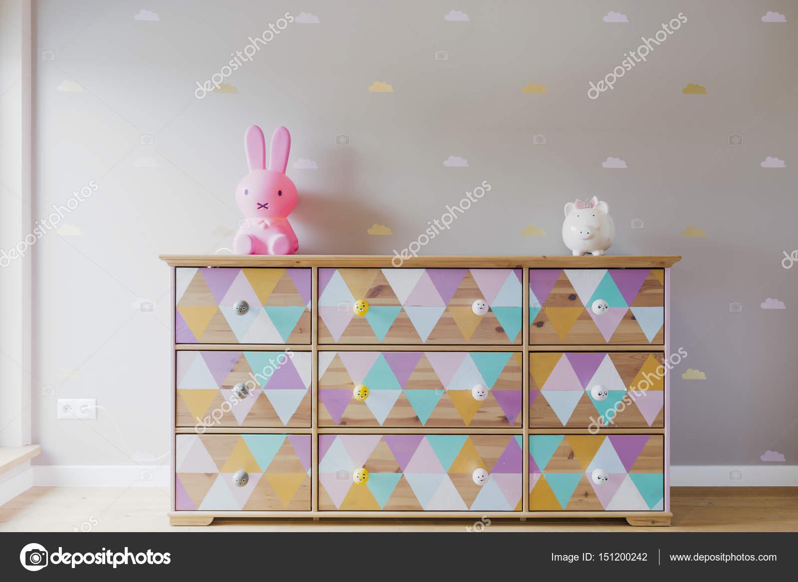 Diy Bunte Kommode In Pastell Madchenzimmer Stockfoto