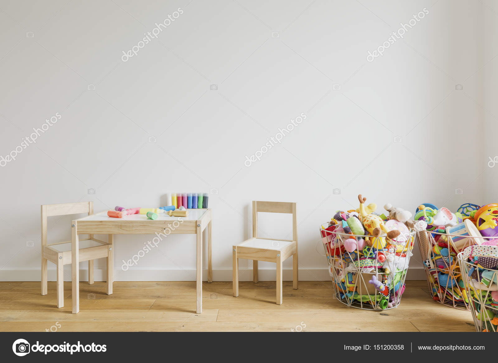 Habitaci N Infantil Con Juguetes Y Muebles Peque Os Foto De  # Muebles Pequenos