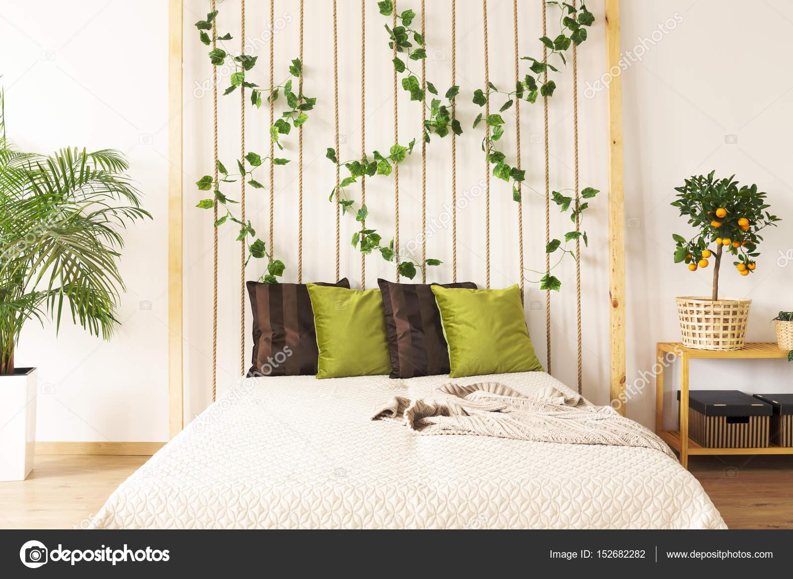 Camera da letto con parete della corda fai da te — Foto Stock ...