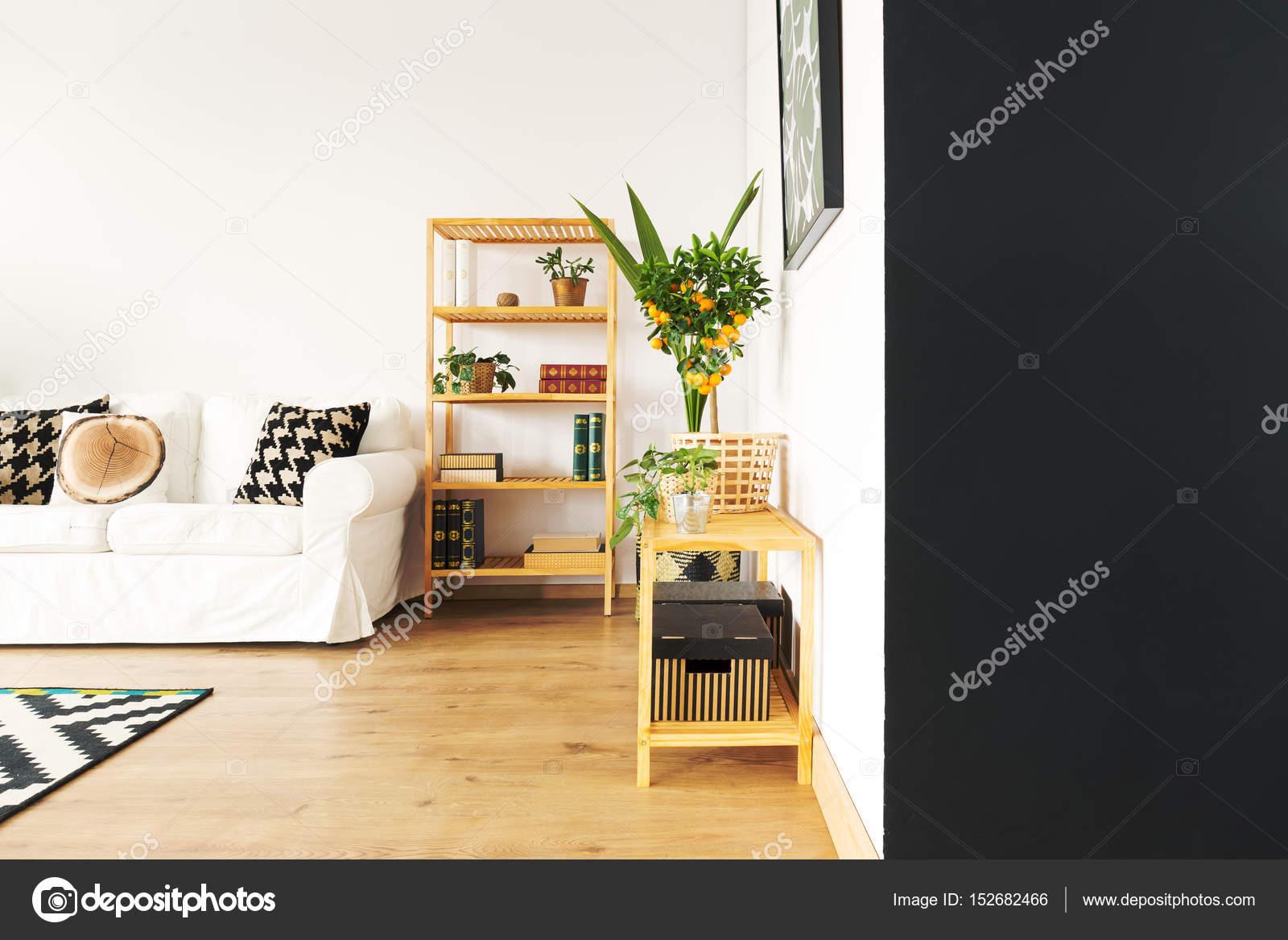 Woonkamer Zwarte Muur : Woonkamer met zwarte muur u2014 stockfoto © photographee.eu #152682466