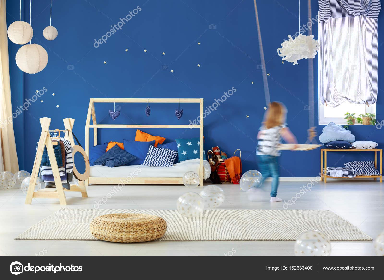 Camera Da Letto Bambino : Camera da letto bambino con swing u2014 foto stock © photographee.eu