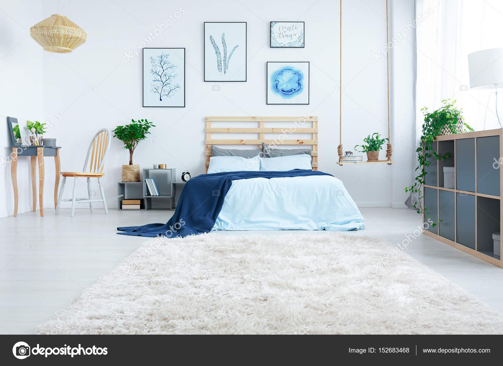 Pianta Camera Da Letto Matrimoniale : Nuova camera da letto design con le piante u foto stock