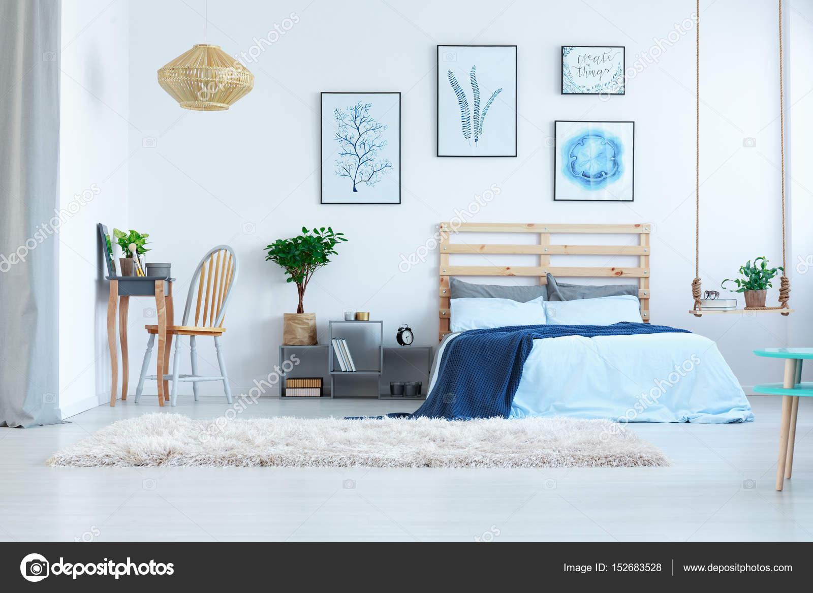 Schönes Schlafzimmer mit Frisiertisch — Stockfoto ...