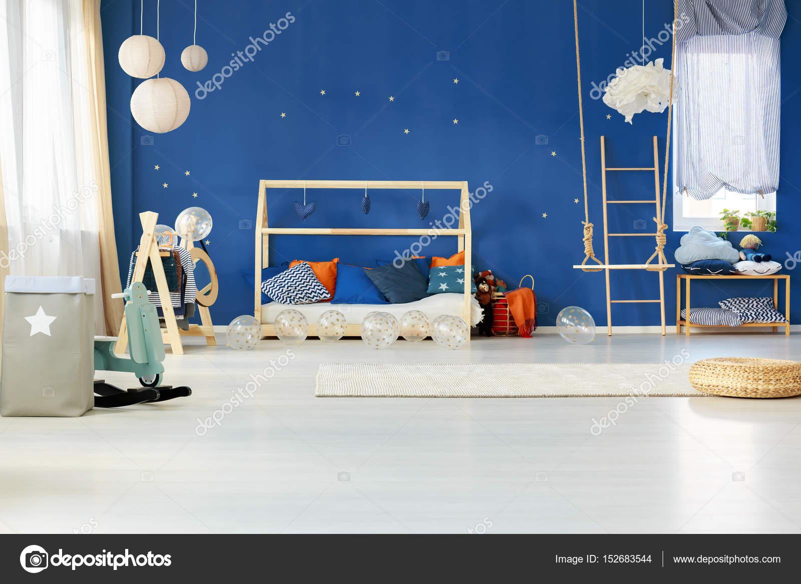 Verträumte Schlafzimmer Mit Blauen Wand U2014 Stockfoto