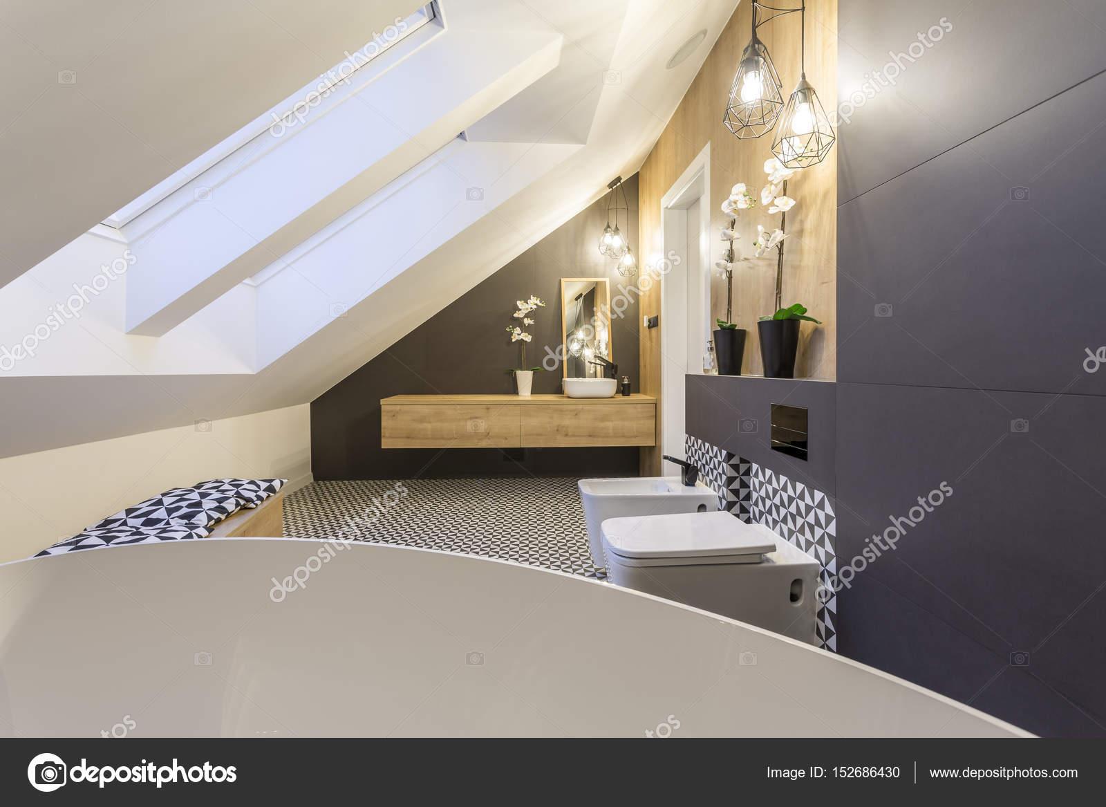 badkamer op de zolder — Stockfoto © photographee.eu #152686430