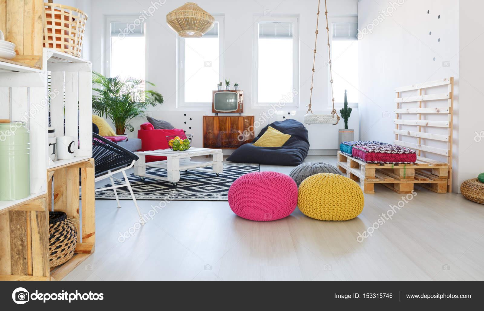 Kleurrijke retro woonkamer — Stockfoto © photographee.eu #153315746