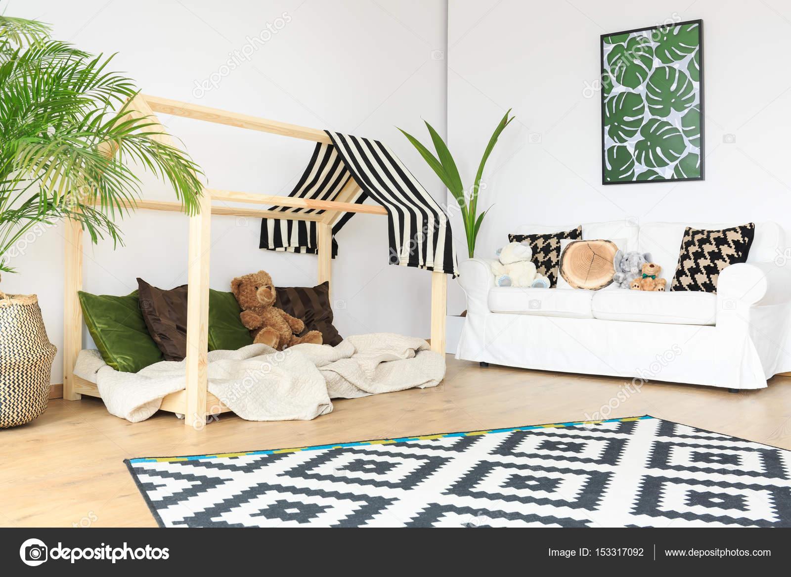 Ruime Lichte Babykamer : Schone ruimte in de kinderkamer u2014 stockfoto © photographee.eu #153317092
