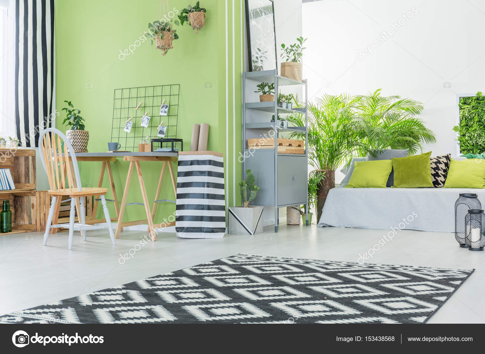 Modernes Zimmer mit grünen Wand — Stockfoto © photographee.eu #153438568