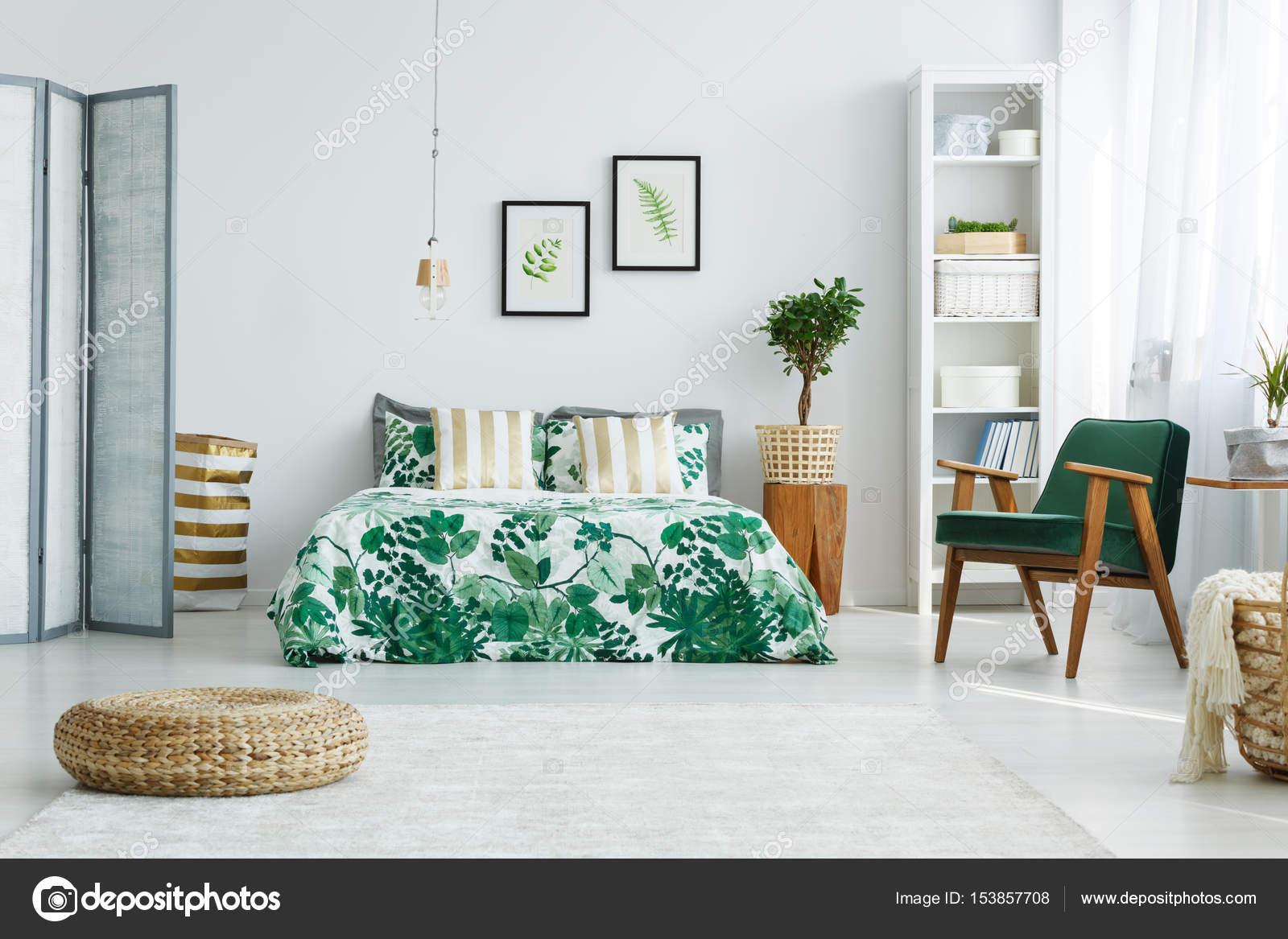 Chambre à Coucher Avec écran, Lit, Fauteuilu2013 Images De Stock Libres De  Droits
