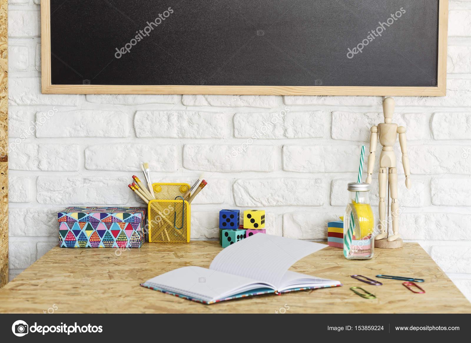 Interieur met osb bureau u stockfoto photographee eu