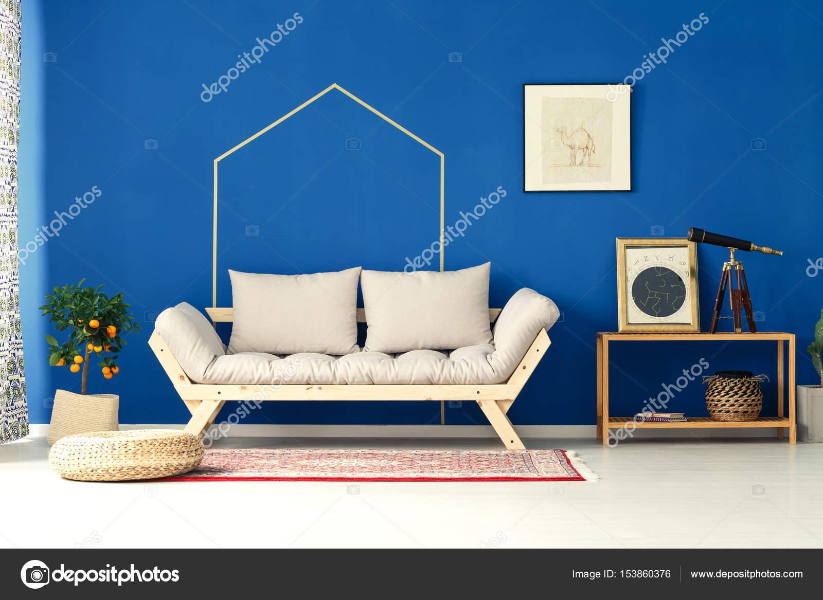 Woonkamer met blauwe muur — Stockfoto © photographee.eu #153860376