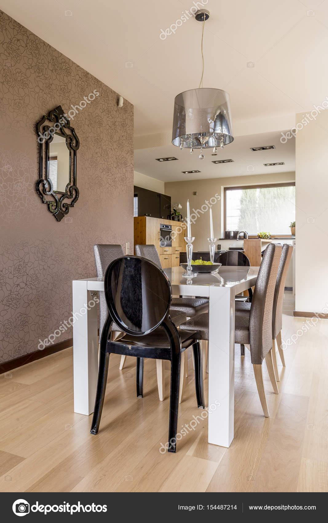 Moderne Esszimmer Mit Weissen Tisch Stockfoto C Photographee Eu
