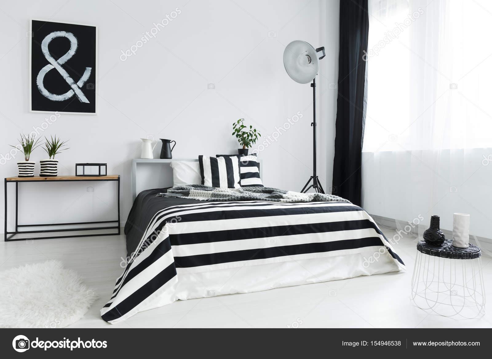 Ágy és hálószoba dekoráció — Stock Fotó © photographee.eu #154946538