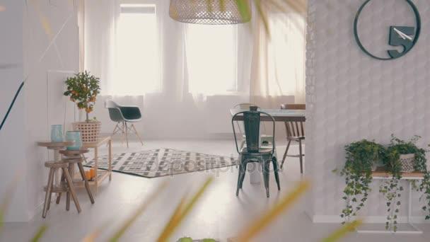 Asztal mellé egy szőnyeg