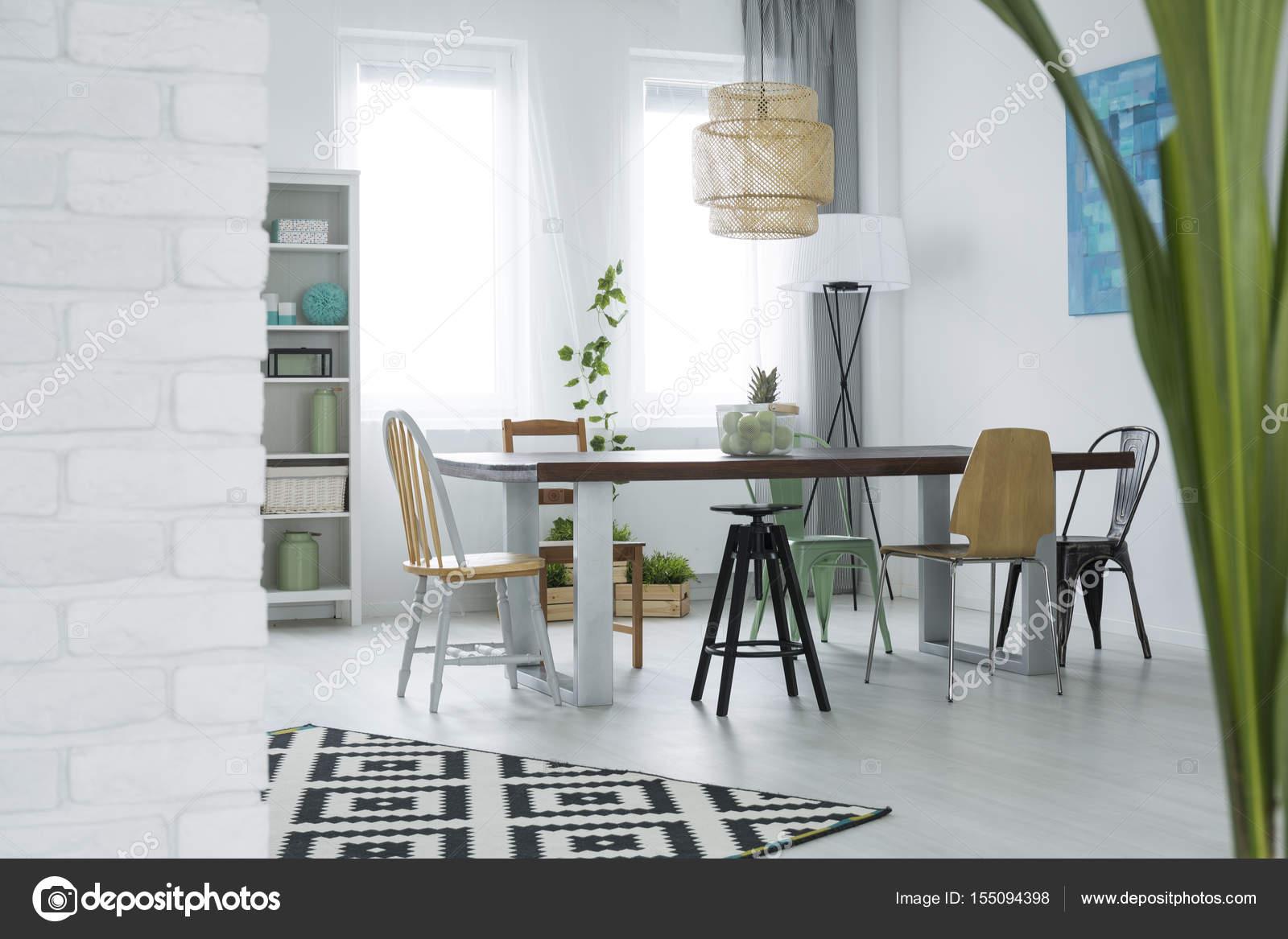 Eetkamer met decoratieve planten u stockfoto photographee eu