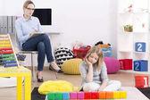 Pszichológus vizsgálati lány Asperger