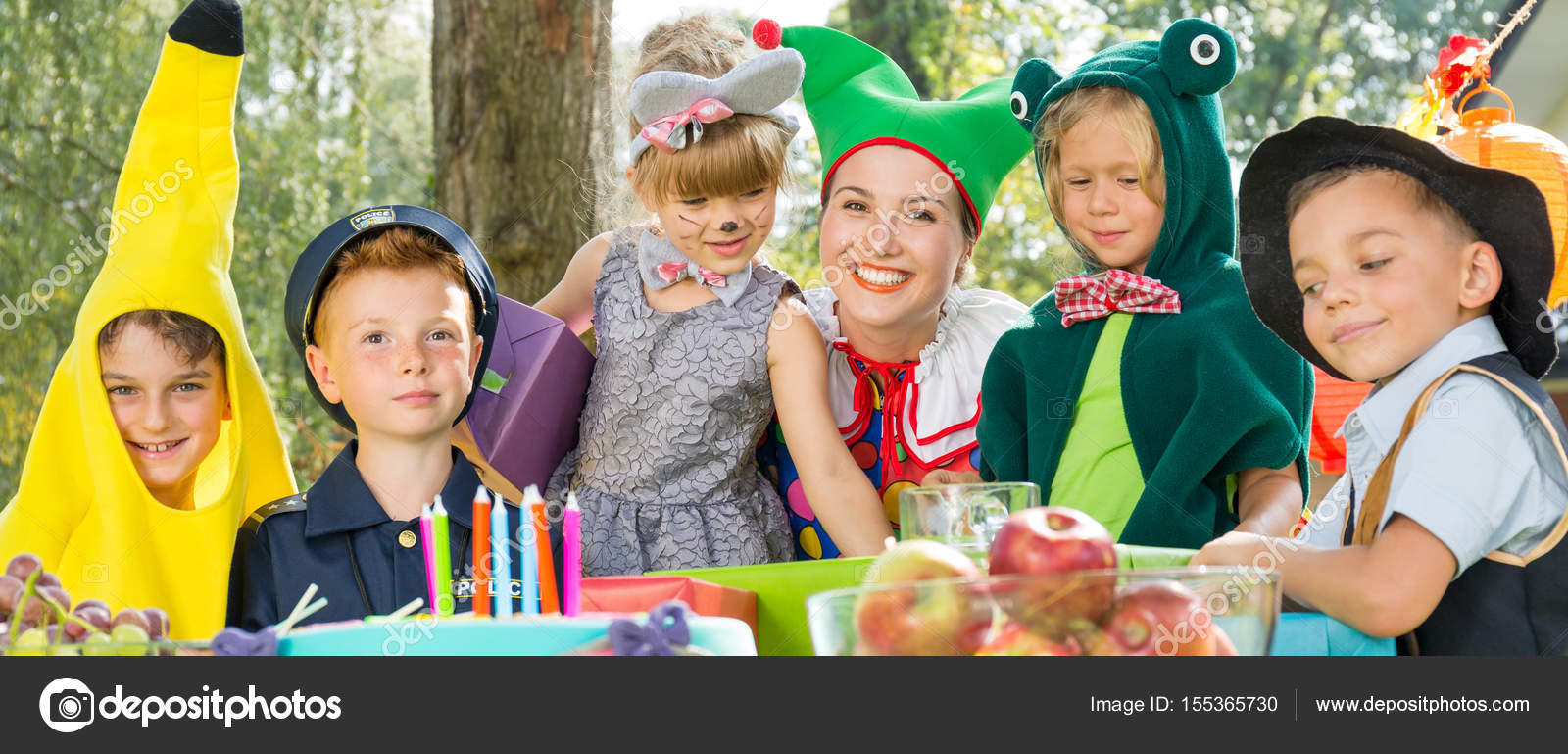 Kostüm-Party für Kinder — Stockfoto © photographee.eu #155365730