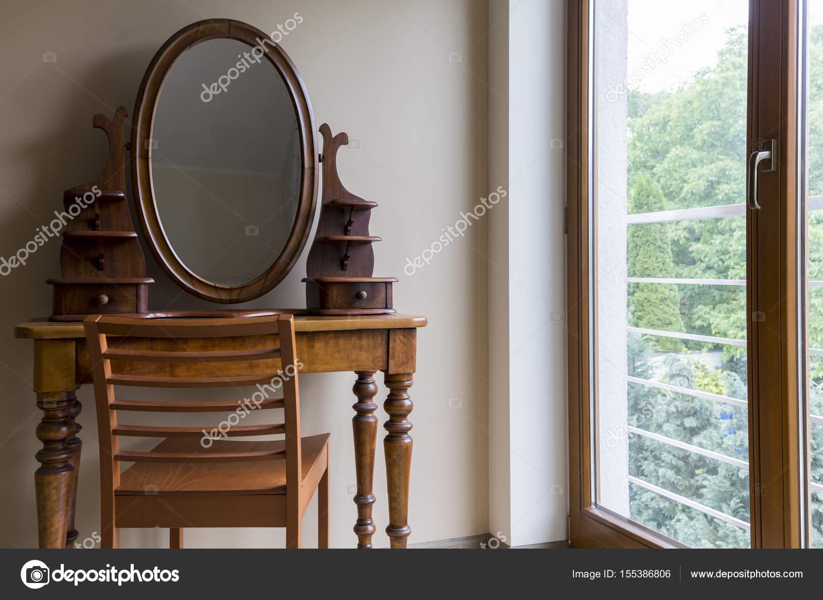 Oude Kaptafel Te Koop.Kamer Met Oude Kaptafel Stockfoto C Photographee Eu 155386806