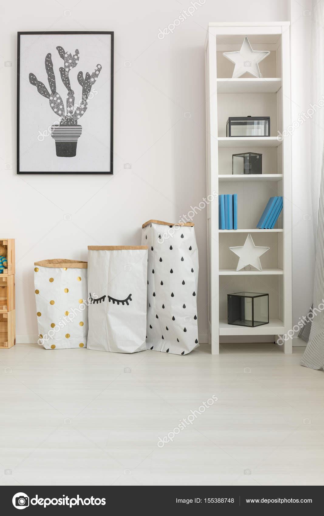 Décoration simple dans la chambre de bébé — Photographie ...