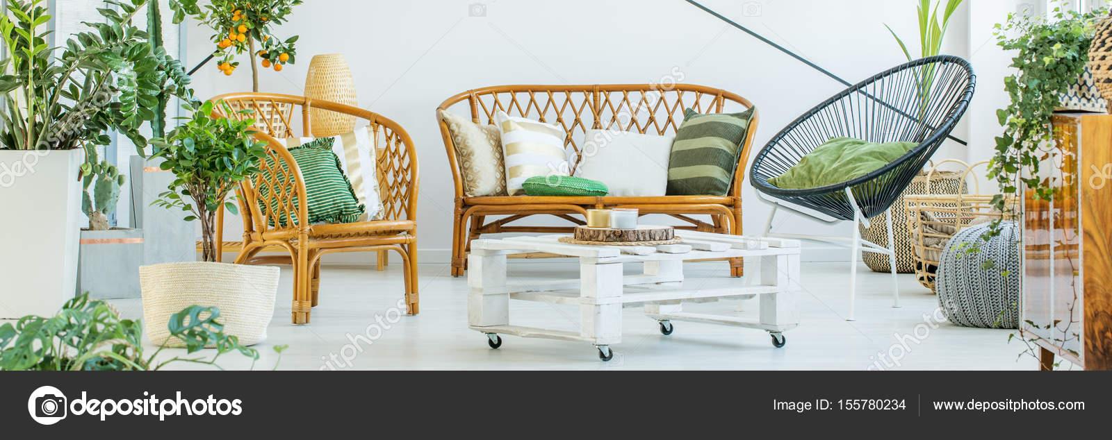 Verde, bianco e legno arredamento — Foto Stock © photographee.eu ...
