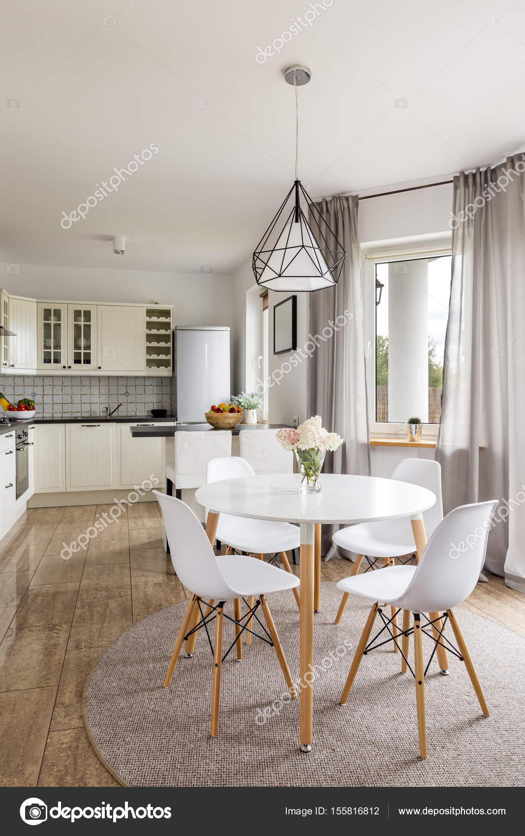 Cozinha Moderna Com Azulejos Cinzas Fotografias De Stock