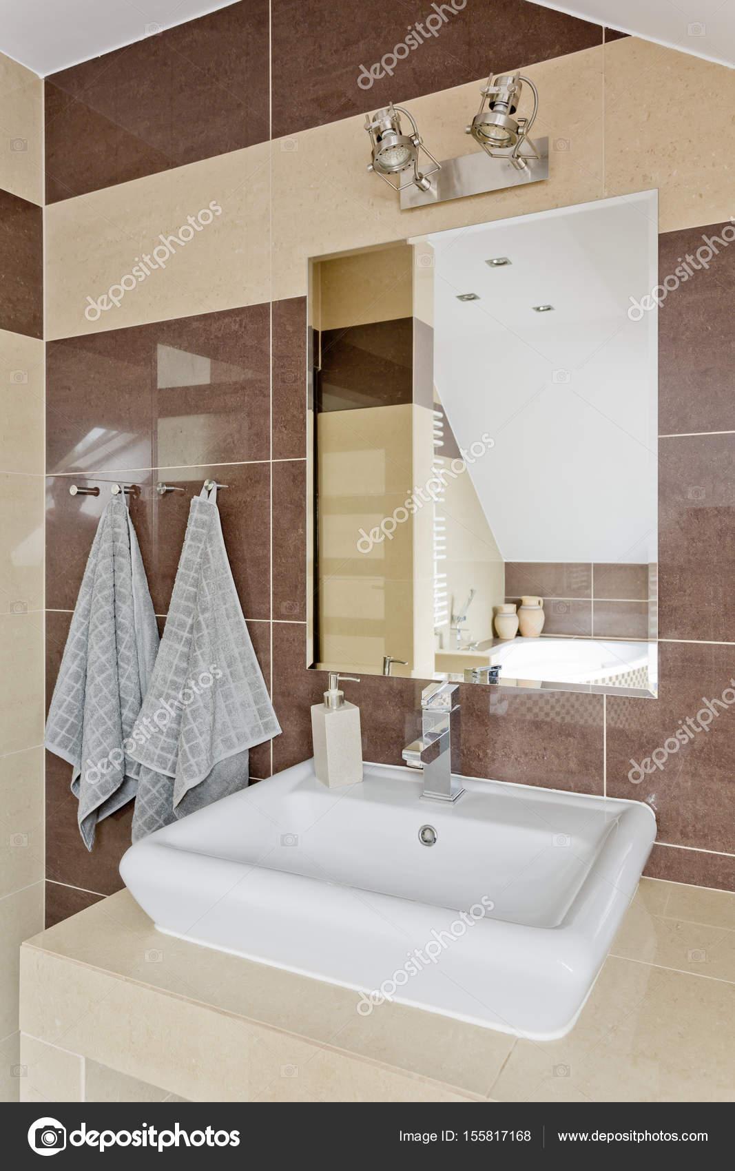 Modernes Bad Mit Beige Fliesen U2014 Stockfoto