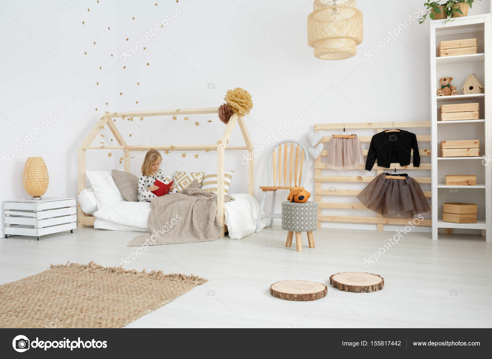 Mädchenzimmer im skandinavischen Stil — Stockfoto © photographee ...