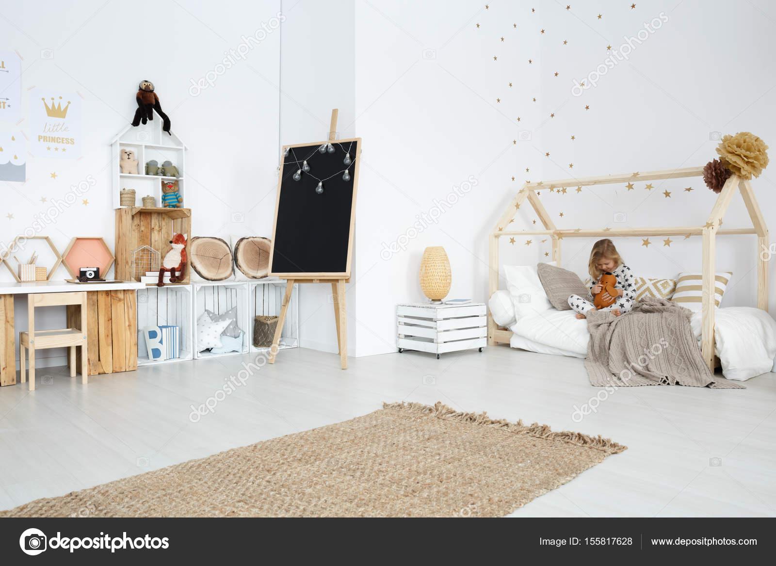 Habitaci N De Ni A Con Muebles Hechos A Mano Foto De Stock  # Muebles Hechos A Mano