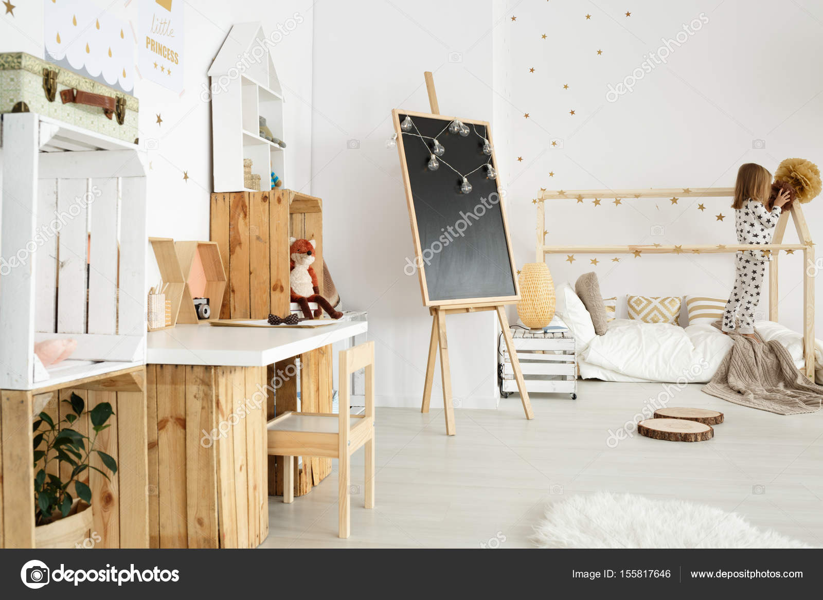 scandinavische modern interieur voor meisje stockfoto