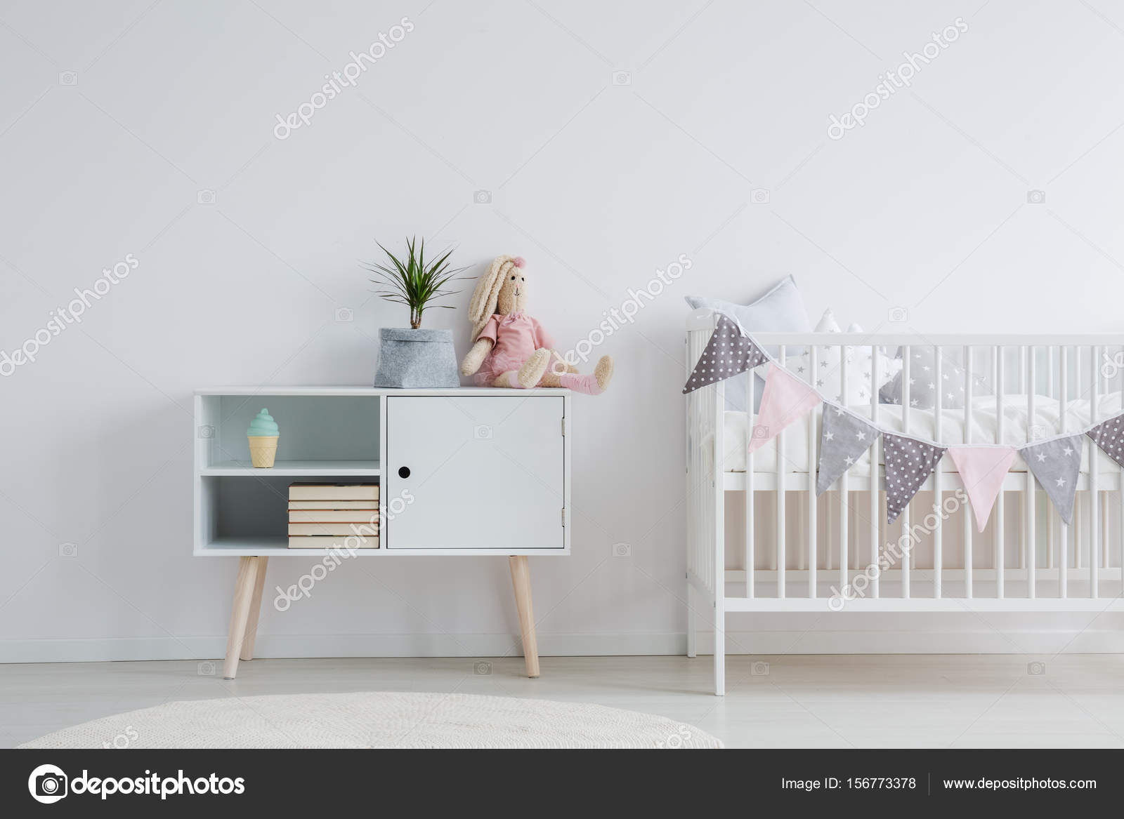 Muebles para habitación bebé — Fotos de Stock © photographee.eu ...
