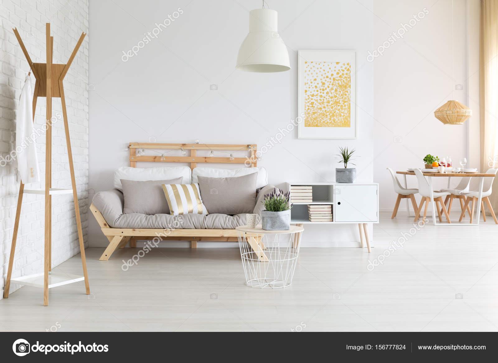 Divano in legno moderno u foto stock photographee eu