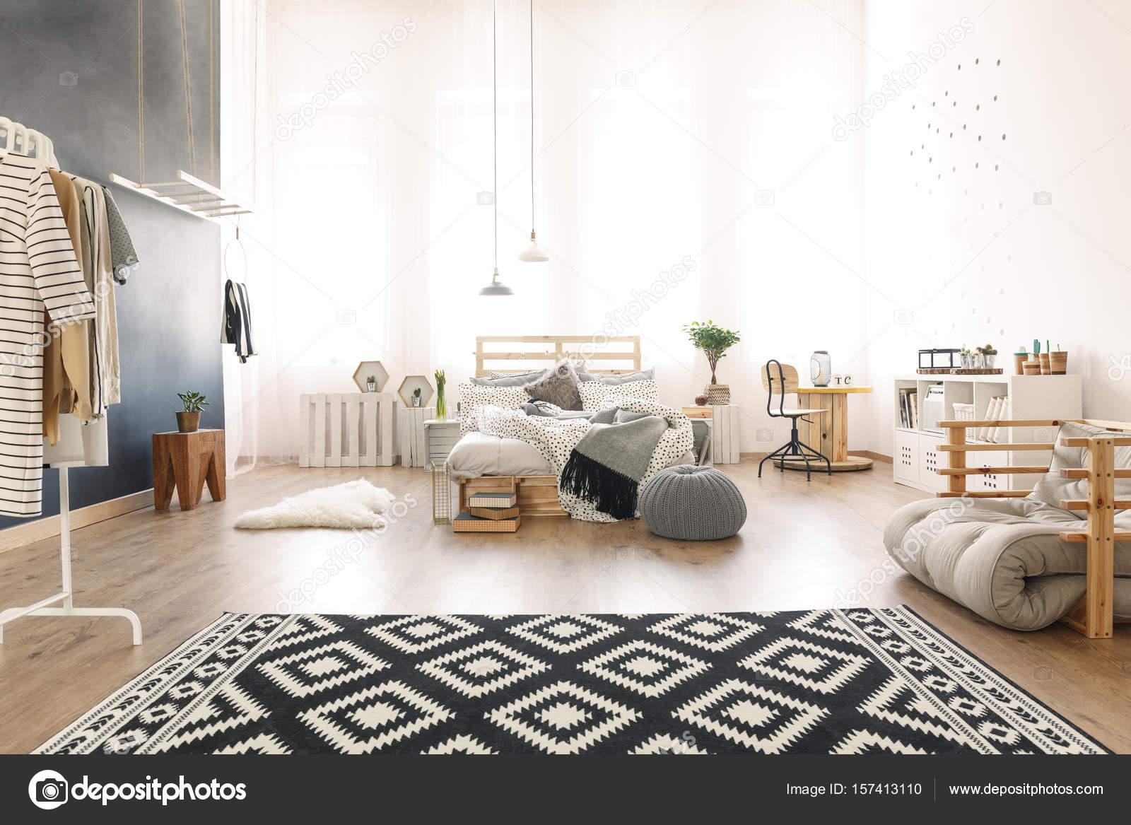 Zwart Wit Appartement : Zwart wit appartement u2014 stockfoto © photographee.eu #157413110
