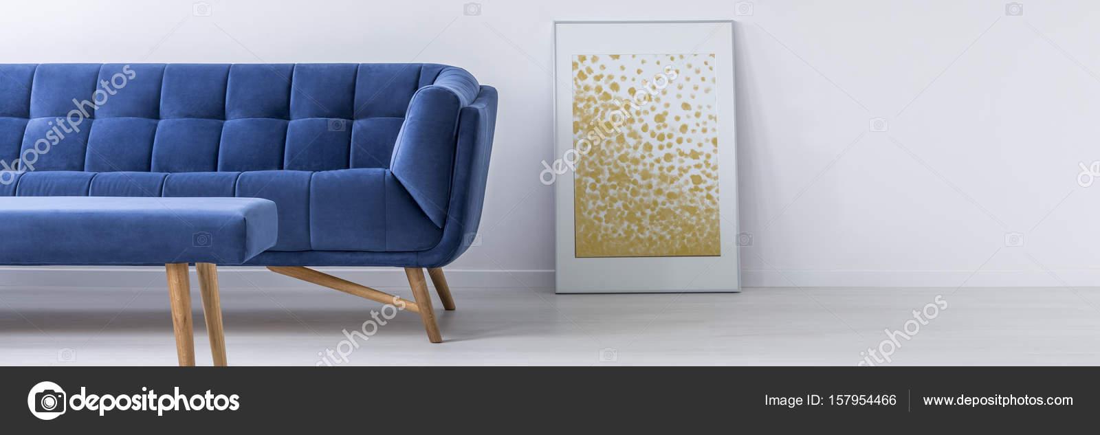 Sofa und Poster im Wohnzimmer — Stockfoto © photographee.eu #157954466