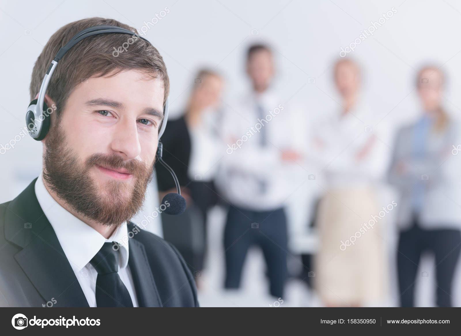 43fdac0f7d8 auricular desgastando do escritório trabalhador — Stock Photo ...