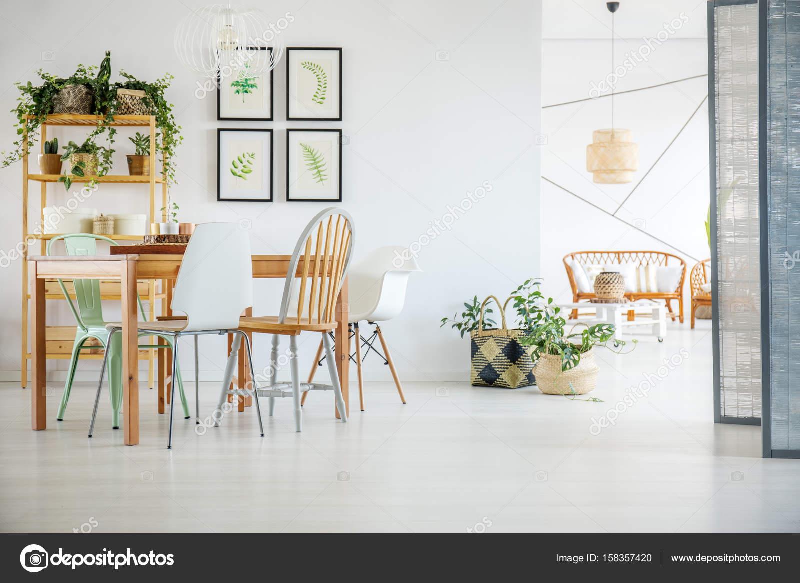 Witte eetkamer — Stockfoto © photographee.eu #158357420