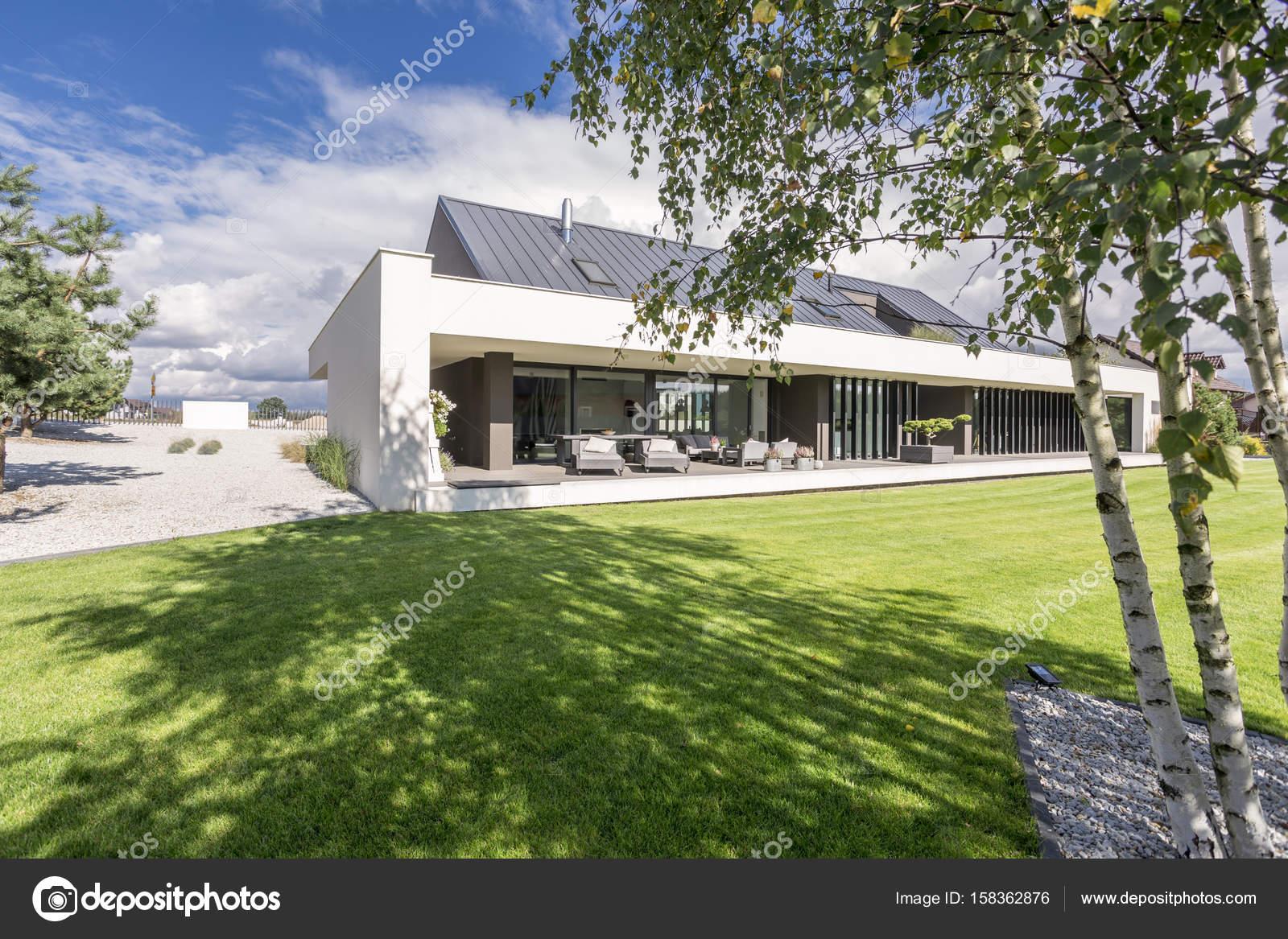 Buiten beeld van modern huis u stockfoto photographee eu