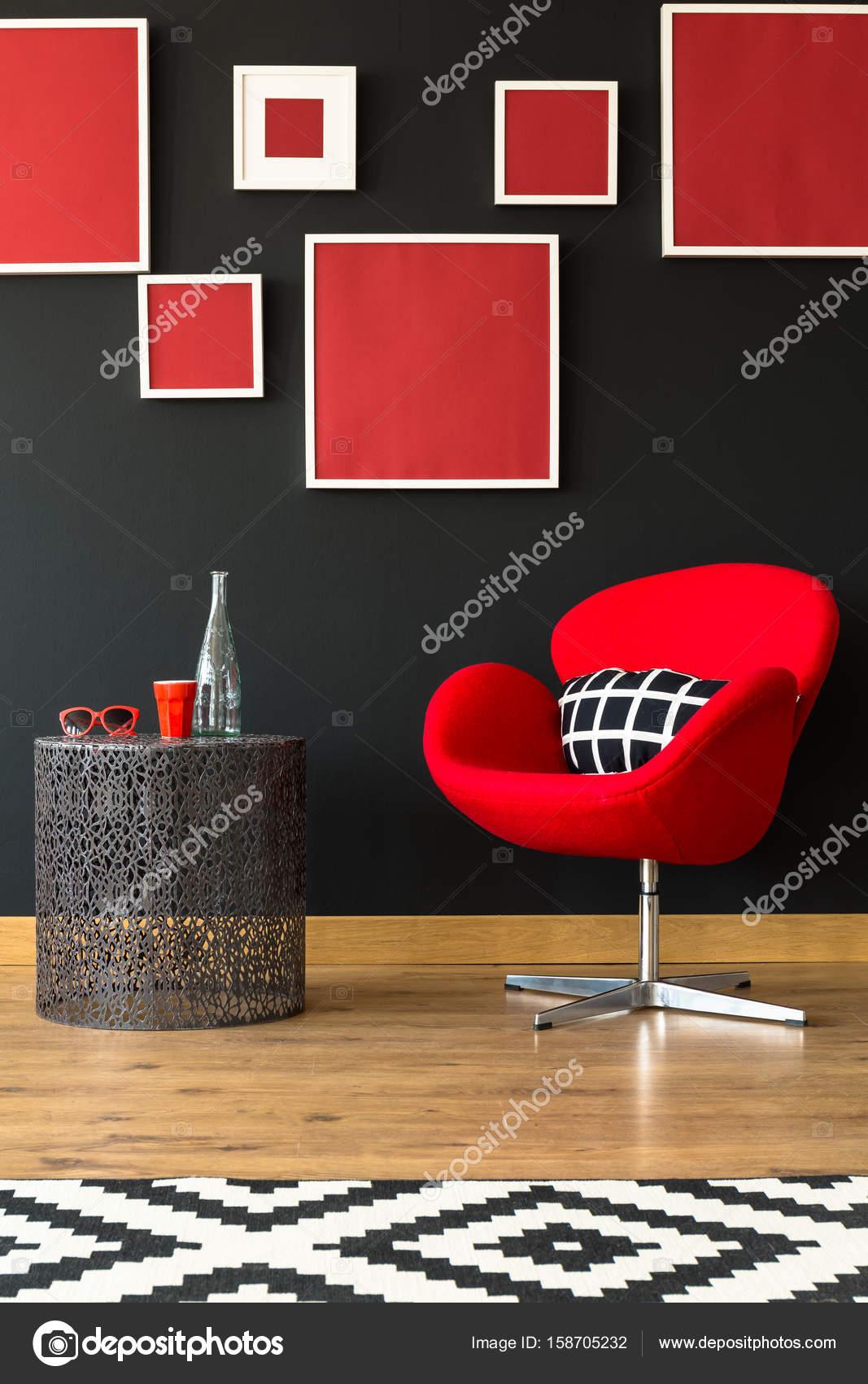 Muebles rojo y negro — Foto de stock © photographee.eu #158705232