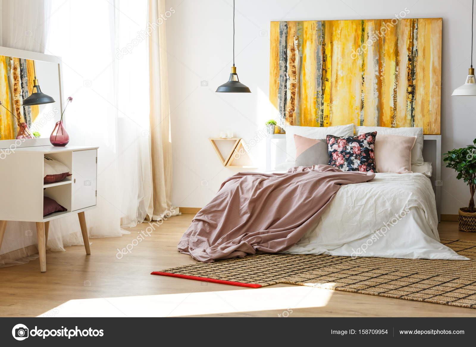 Camera da letto in colori caldi — Foto Stock © photographee.eu ...