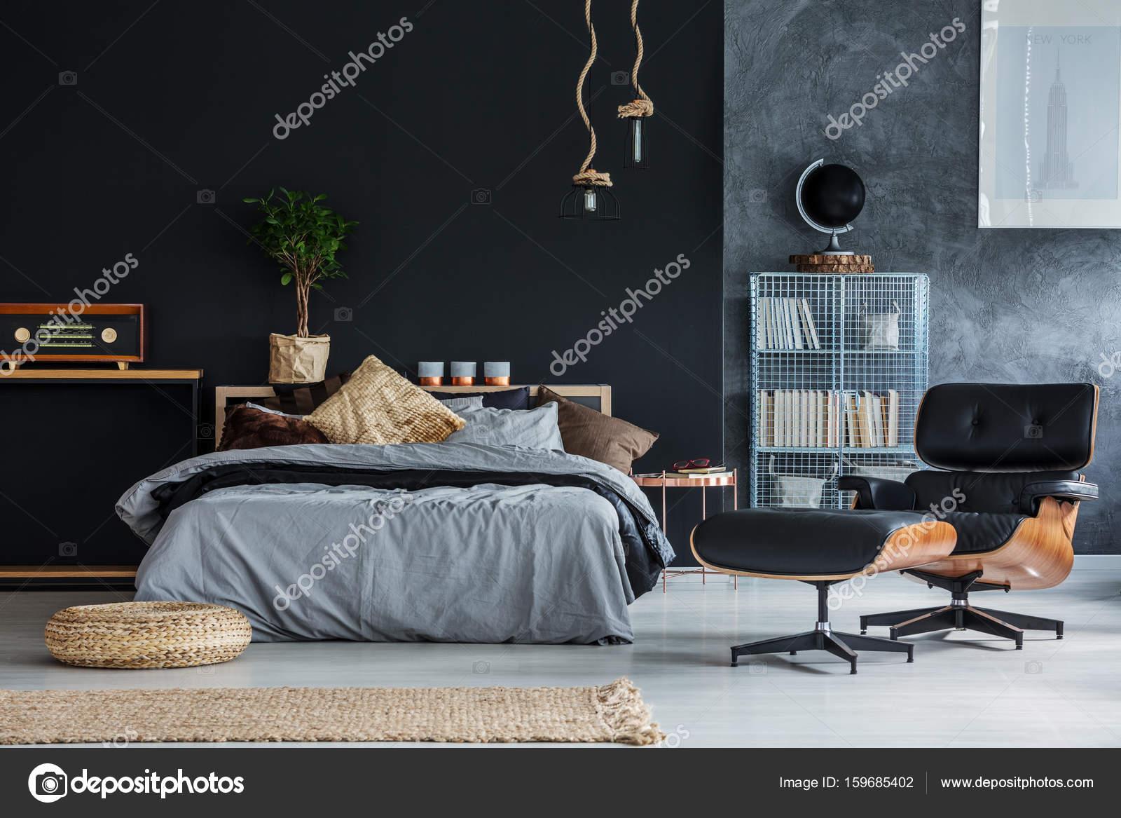 Korbwaren Accessoires im Schlafzimmer — Stockfoto ...