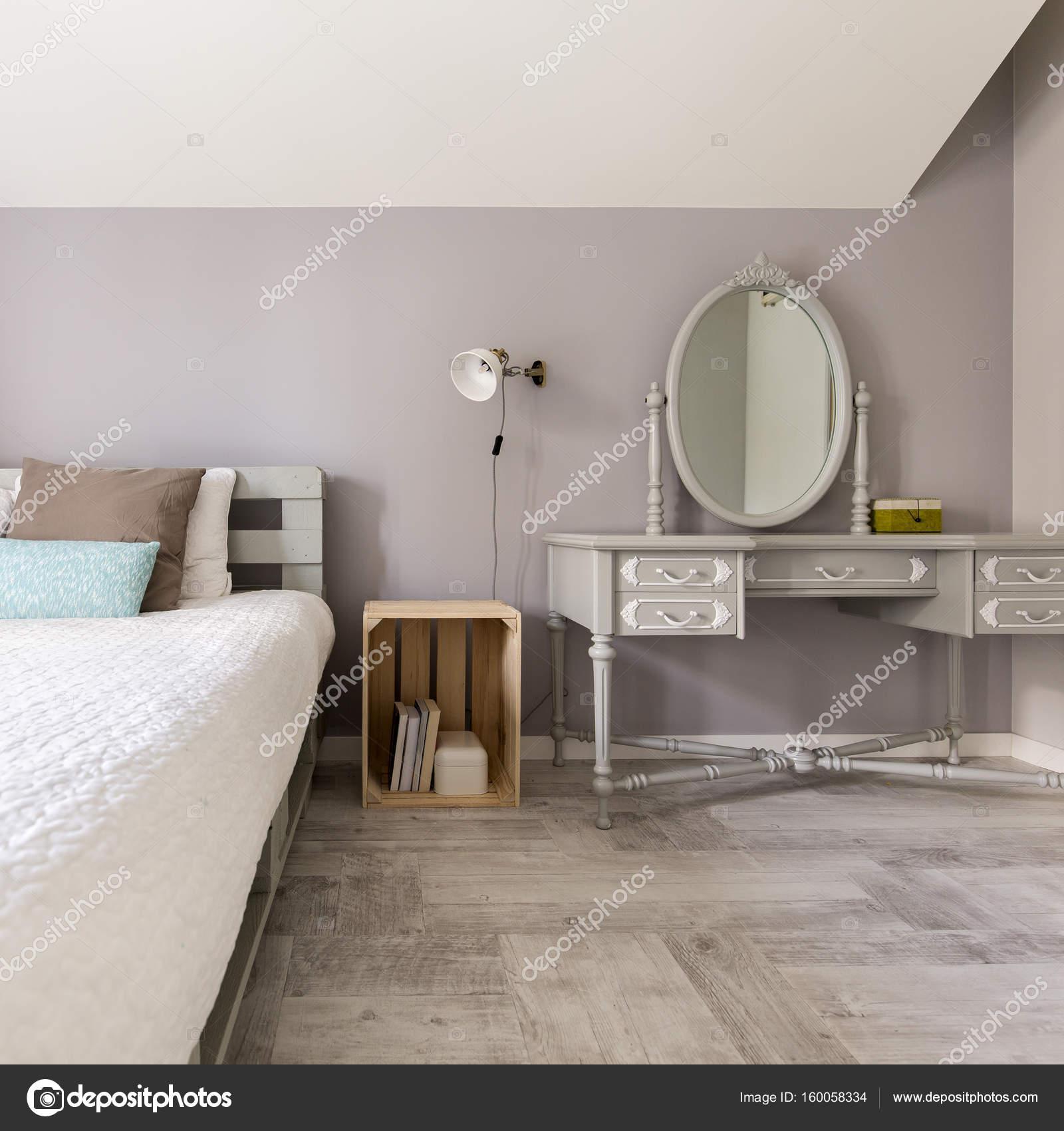 Moderne Schlafzimmer mit stilvollen dressing — Stockfoto ...