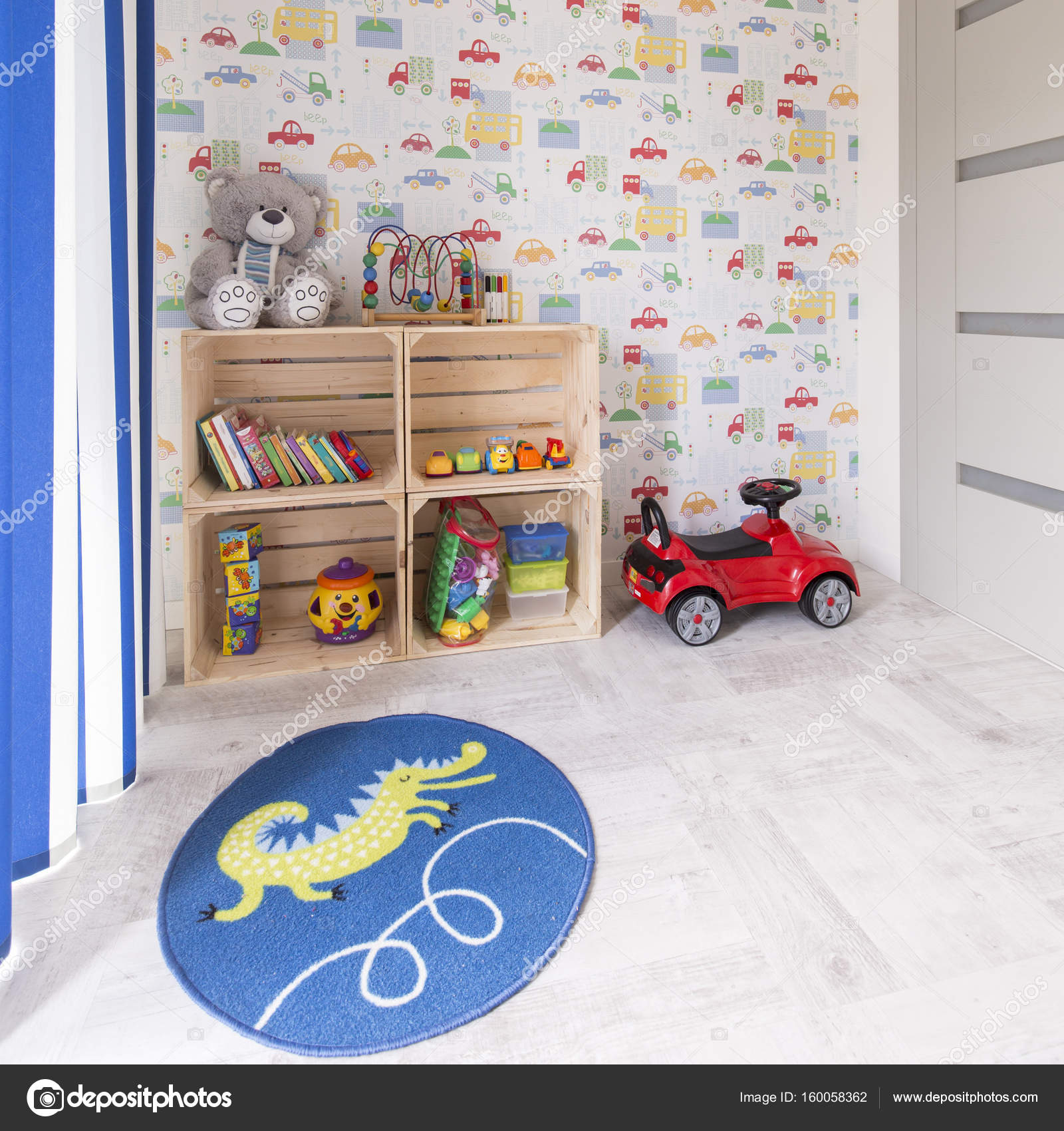 Kinderkamer met auto behang stockfoto for Behang kinderkamer